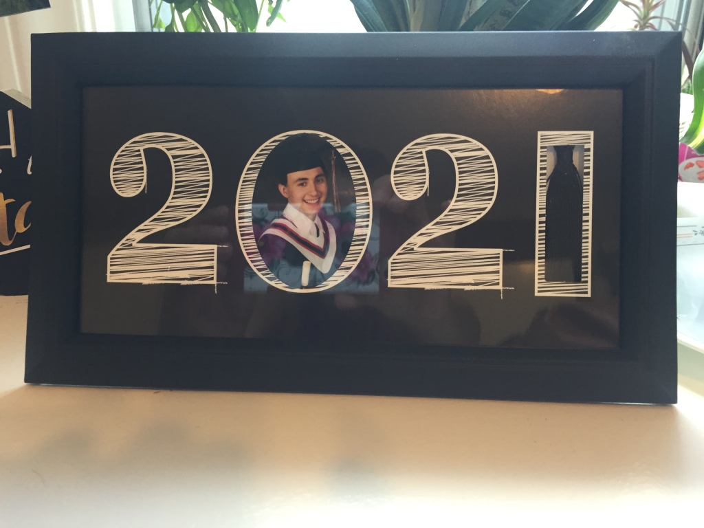 2021 Grad sign and picture